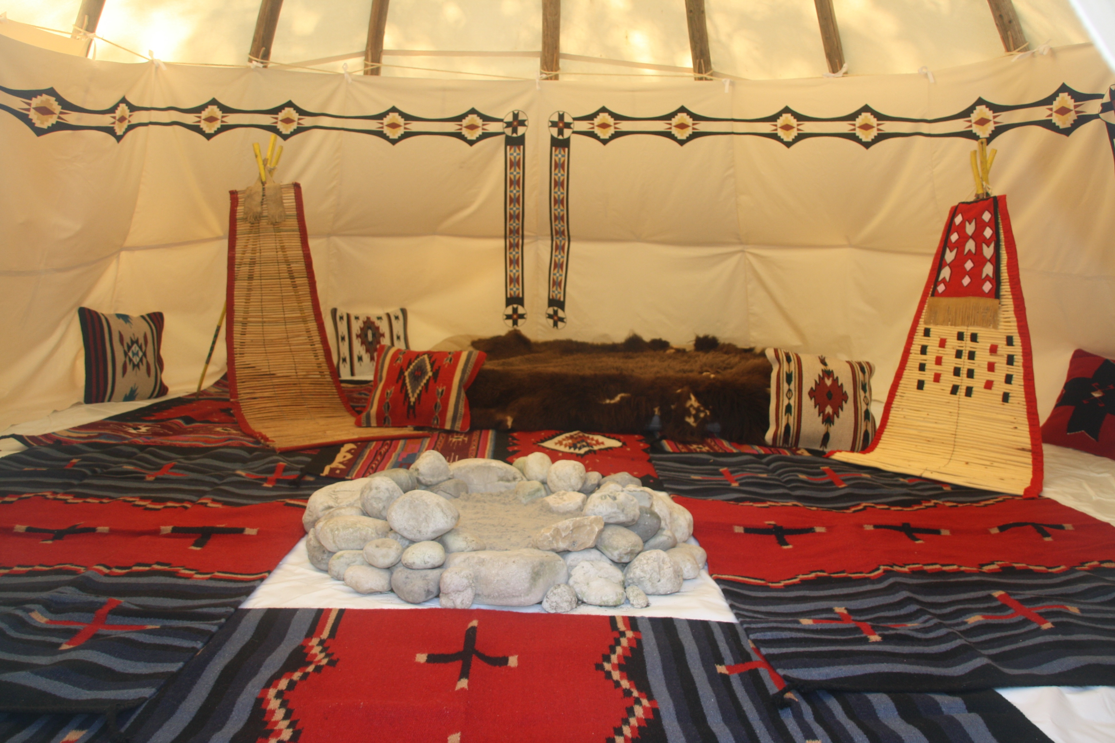 Tipi Size 20ft Interior With Rugs Nomadics Tipi Makers
